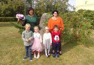 Piecgadīgo bērnu grupa. Audzinātāja Zaiga Šīre, skolotāja palīgs Linda Jansone